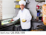 Купить «man cook making kebab dish on kitchen in fast food restaurant», фото № 28958199, снято 16 января 2019 г. (c) Яков Филимонов / Фотобанк Лори