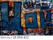 Купить «Стена Виктора Цоя на улице Арбат в центре города Москвы, Россия», фото № 28958423, снято 15 августа 2018 г. (c) Николай Винокуров / Фотобанк Лори