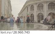 Купить «People have a rest around the fountain near the Gostinniy Dvor in Moscow», видеоролик № 28960743, снято 25 июля 2018 г. (c) Ирина Мойсеева / Фотобанк Лори