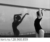Купить «A beautiful girl dancing in the city», фото № 28960859, снято 7 июня 2018 г. (c) Restyler Viacheslav / Фотобанк Лори