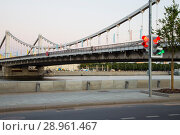 Moskva River and Krymsky or Crimean Bridge (at night)-- is a steel suspension bridge in Moscow, Russia. The bridge spans the Moskva River 1800 metres south-west from the Kremlin (2018 год). Редакционное фото, фотограф Владимир Журавлев / Фотобанк Лори
