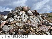 Купить «Китай, Тибет. Буддистские молитвы - камни с мантрами и ритуальными рисунками на тропе вокруг священной горы Кайлас», фото № 28966535, снято 18 июня 2018 г. (c) Овчинникова Ирина / Фотобанк Лори