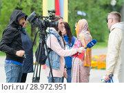 Купить «Tyumen, Russia, on August 18, 2018: The journalist and the video operator of one of TV channels of Tyumen interview», фото № 28972951, снято 18 августа 2018 г. (c) Землянникова Вероника / Фотобанк Лори