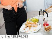young female trying zip up pants. Стоковое фото, фотограф Яков Филимонов / Фотобанк Лори