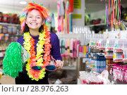 Купить «Girl joking in festive accessories shop», фото № 28976263, снято 15 марта 2018 г. (c) Яков Филимонов / Фотобанк Лори