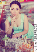 Coquette sexy female posing in the store with lolly. Стоковое фото, фотограф Яков Филимонов / Фотобанк Лори