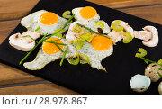 Купить «Fried quail eggs with champignons», фото № 28978867, снято 17 декабря 2018 г. (c) Яков Филимонов / Фотобанк Лори