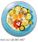 Купить «Scrambled eggs with zucchini, close-up», фото № 28981967, снято 17 ноября 2018 г. (c) Яков Филимонов / Фотобанк Лори