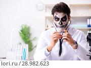 Купить «The scary monster doctor working in lab», фото № 28982623, снято 9 ноября 2017 г. (c) Elnur / Фотобанк Лори