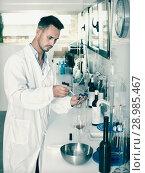 Купить «Man in chemical laboratory on winery», фото № 28985467, снято 12 декабря 2019 г. (c) Яков Филимонов / Фотобанк Лори