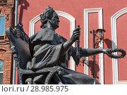 Купить «Памятник Екатерине II. Вышний Волочёк», эксклюзивное фото № 28985975, снято 5 августа 2018 г. (c) Александр Щепин / Фотобанк Лори