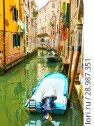 Купить «Small side canal in Venice», фото № 28987351, снято 18 июня 2018 г. (c) Роман Сигаев / Фотобанк Лори