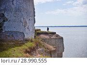 Купить «Петровский маяк. Глинт Палдиски, Полуостров Пакри, Эстония», фото № 28990555, снято 7 июля 2018 г. (c) Victoria Demidova / Фотобанк Лори