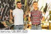 Купить «Men are choosing pneumatic rifle», фото № 28991023, снято 4 июля 2017 г. (c) Яков Филимонов / Фотобанк Лори