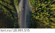 Купить «Вид сверху на автомобильную дорогу. Автомобили на лесной трассе», видеоролик № 28991515, снято 23 августа 2018 г. (c) Кекяляйнен Андрей / Фотобанк Лори