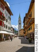 Cortina, Italy - JUL 13, 2018: Basilica dei Santi Filippo e Giacomo in Cortina d'Ampezzo. Редакционное фото, фотограф Юлия Кузнецова / Фотобанк Лори
