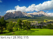 Scenic view of Cortina d'Ampezzo in summer (2018 год). Стоковое фото, фотограф Юлия Кузнецова / Фотобанк Лори