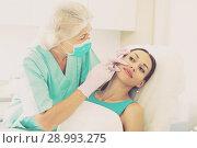 Купить «Female receiving cosmetic injection», фото № 28993275, снято 28 июля 2017 г. (c) Яков Филимонов / Фотобанк Лори