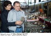 Купить «Glad man and woman at traditional flea market», фото № 29004927, снято 23 октября 2017 г. (c) Яков Филимонов / Фотобанк Лори