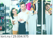 Купить «Ordinary couple deciding on new sportswear», фото № 29004975, снято 22 ноября 2016 г. (c) Яков Филимонов / Фотобанк Лори