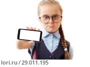 Купить «Ребенок в очках показывает пустой экран смартфона», фото № 29011195, снято 10 августа 2018 г. (c) Иван Карпов / Фотобанк Лори
