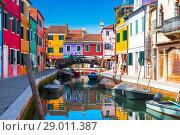 Купить «Bright colourful houses in  Burano island on the edge of the Venetian Lagoon. Venice, Italy,», фото № 29011387, снято 17 апреля 2017 г. (c) Наталья Волкова / Фотобанк Лори