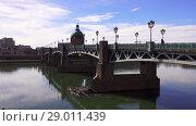 Купить «Bridge Saint-Pierre in Toulouse, France», видеоролик № 29011439, снято 9 апреля 2018 г. (c) BestPhotoStudio / Фотобанк Лори