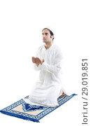 Muslim man doing Namaaz. Стоковое фото, фотограф IndiaPicture / easy Fotostock / Фотобанк Лори