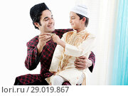 Muslim father and son. Стоковое фото, фотограф IndiaPicture / easy Fotostock / Фотобанк Лори