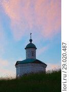 Купить «Константиновская часовня во время вечернего заката», фото № 29020487, снято 14 июля 2018 г. (c) Дмитрий Грушин / Фотобанк Лори