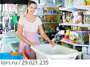 Купить «Smiling pregnant woman choosing baby bath in kids store», фото № 29021235, снято 22 сентября 2017 г. (c) Яков Филимонов / Фотобанк Лори