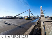 Krymsky Bridge or Crimean Bridge (winter day) is a steel suspension bridge in Moscow, Russia. The bridge spans the Moskva River 1800 metres south-west from the Kremlin (2018 год). Редакционное фото, фотограф Владимир Журавлев / Фотобанк Лори