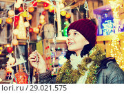 Купить «Teenage girl shopping at festive fair before Xmas», фото № 29021575, снято 12 декабря 2016 г. (c) Яков Филимонов / Фотобанк Лори