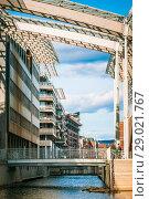 Купить «Современная архитектура в квартале Акер Брюгге. Осло, Норвегия. Весенний день», эксклюзивное фото № 29021767, снято 26 мая 2020 г. (c) Сергей Цепек / Фотобанк Лори