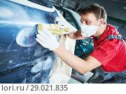 Купить «auto repairman grinding automobile body», фото № 29021835, снято 29 августа 2018 г. (c) Дмитрий Калиновский / Фотобанк Лори