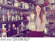 Купить «Girl seller offering blender in domestic appliances section», фото № 29038827, снято 12 декабря 2017 г. (c) Яков Филимонов / Фотобанк Лори