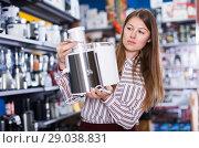 Купить «housewife buying food processor», фото № 29038831, снято 12 декабря 2017 г. (c) Яков Филимонов / Фотобанк Лори