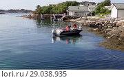 Купить «Fishermen pick up traps on the boat, Averoy, Norway», видеоролик № 29038935, снято 1 сентября 2018 г. (c) Некрасов Андрей / Фотобанк Лори