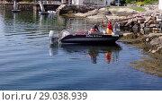 Купить «Fishermen pick up traps on the boat, Averoy, Norway», видеоролик № 29038939, снято 1 сентября 2018 г. (c) Некрасов Андрей / Фотобанк Лори