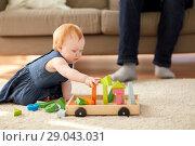 Купить «redhead baby girl playing with toy blocks at home», фото № 29043031, снято 26 апреля 2018 г. (c) Syda Productions / Фотобанк Лори