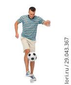 Купить «young man freestyle juggling soccer ball», фото № 29043367, снято 30 июня 2018 г. (c) Syda Productions / Фотобанк Лори