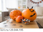 Купить «jack-o-lantern and halloween decorations at home», фото № 29044195, снято 15 сентября 2017 г. (c) Syda Productions / Фотобанк Лори