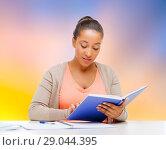 Купить «african american student girl reading textbook», фото № 29044395, снято 1 августа 2013 г. (c) Syda Productions / Фотобанк Лори