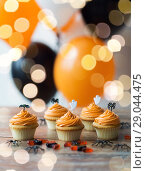 Купить «halloween party cupcakes or muffins on table», фото № 29044475, снято 6 июля 2017 г. (c) Syda Productions / Фотобанк Лори