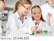 Купить «kids with test tube studying chemistry at school», фото № 29044835, снято 19 мая 2018 г. (c) Syda Productions / Фотобанк Лори