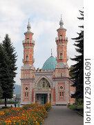 Купить «Владикавказ, суннитская мечеть (мечеть Мухтарова), летний пейзаж.  Республика Северная Осетия — Алания (2018 год)», эксклюзивное фото № 29046091, снято 30 августа 2018 г. (c) Ирина Водяник / Фотобанк Лори