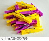 Купить «Hill from yellow and pink linen clothespins», фото № 29050799, снято 30 июля 2018 г. (c) Володина Ольга / Фотобанк Лори