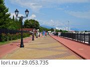 Купить «Sochi, Russia - June 5. 2018. Embankment in Imereti Bay», фото № 29053735, снято 5 июня 2018 г. (c) Володина Ольга / Фотобанк Лори