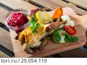 Купить «Roasted partridge with cranberry sauce», фото № 29054119, снято 22 октября 2018 г. (c) Яков Филимонов / Фотобанк Лори