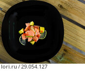Купить «Salmon ceviche with lime and avocado», фото № 29054127, снято 16 июля 2019 г. (c) Яков Филимонов / Фотобанк Лори